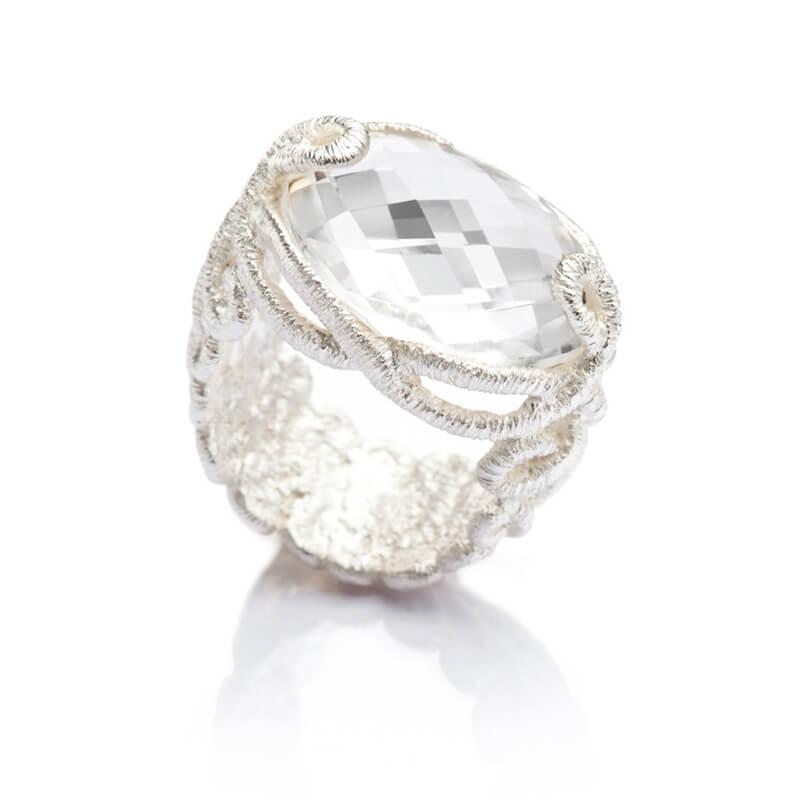Brigitte Adolph Design - 925er Silberring im Kodeldesign mit facettiertem, tief schimmernden Bergkristall.